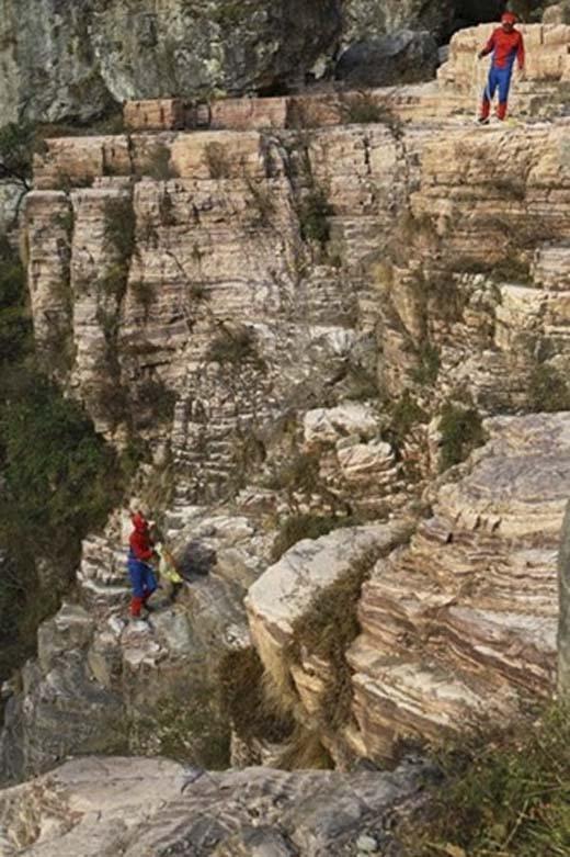 Hai Người Nhện xuất hiện một cách kìlạ tại núi Taihang. (Ảnh: Internet)