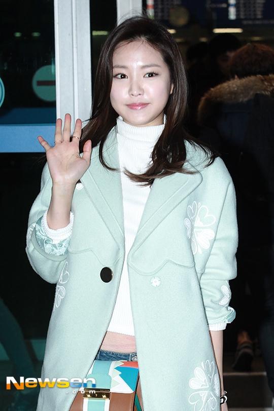 Xuất hiện thời gian gần đây, Naeun (A Pink) khiến mọi người bất ngờ với gương mặt sưng phù mất hết đường nét. Nhiều ý kiến cho rằng cô nàng đã tiêm botox vào mặt quá nhiều dẫn đến tình trạng mất thẩm mĩ này.