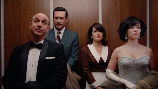 Người ra khỏi thang máy là người đứng gần cửa nhất. (Ảnh: Internet)