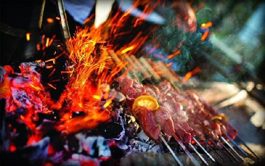 Cẩn thận khi dùng than để tránh hỏa hoạn hay bỏng.(Ảnh: Internet)