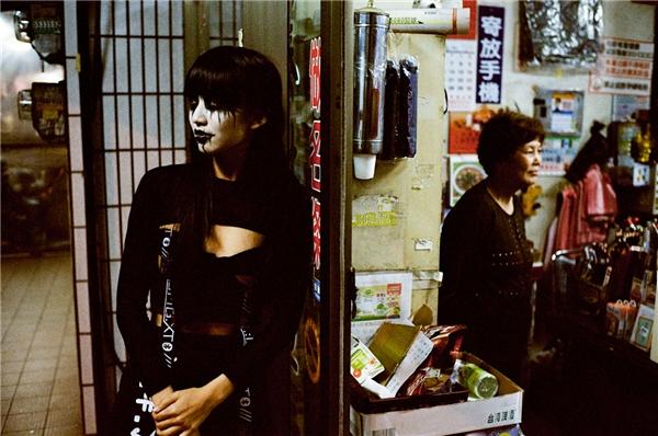 Bộ ảnh kì dị từ sự kết hợp giữa cosplay và cuộc sống đời thường
