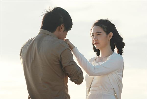 Quý Bình tình tứ, ôm hôn Minh Hằng thắm thiết trên biển - Tin sao Viet - Tin tuc sao Viet - Scandal sao Viet - Tin tuc cua Sao - Tin cua Sao