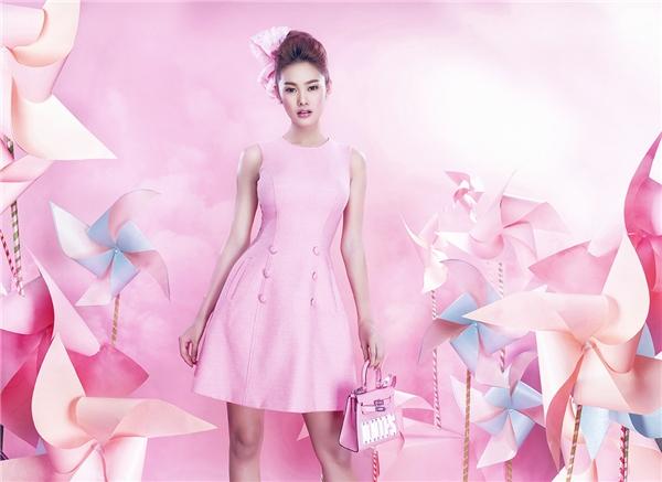 Tổng thể tạo nên sự đồng nhất khi được phủ sắc hồng ngọt ngào, đáng yêu.