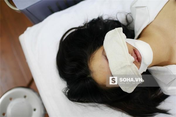 Cận cảnh phẫu thuật tìm lại sắc đẹp đầy đau đớn của 9x Hà Thành