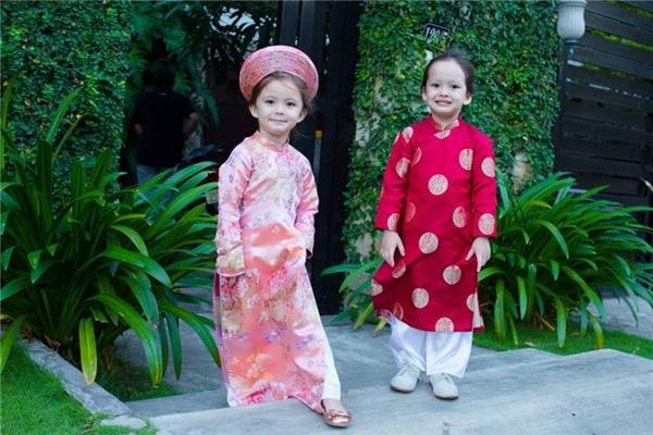Tôm - Tép đã gần 4 tuổi, là trái ngọt trong cuộc hôn nhân của diva nhạc Việt và ông xã ngoại quốc. Hai nhóc tìđều có vẻ đẹp lai, được đông đảo khán giả yêu mến. - Tin sao Viet - Tin tuc sao Viet - Scandal sao Viet - Tin tuc cua Sao - Tin cua Sao