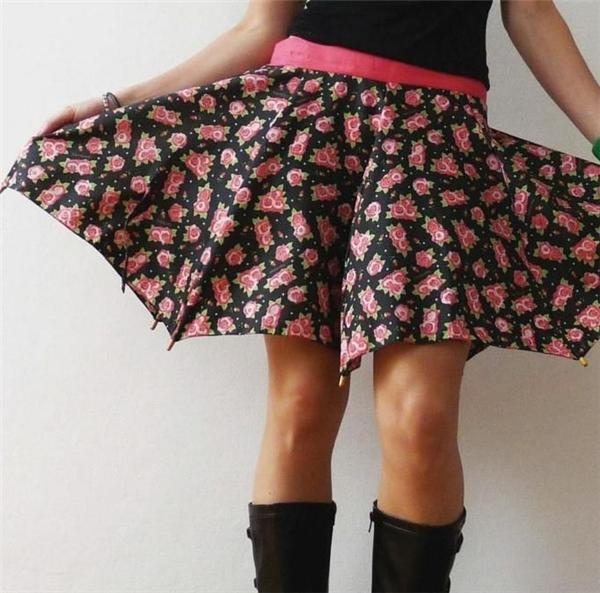 Váy không bị ướt khi mưa. (Ảnh: Internet)