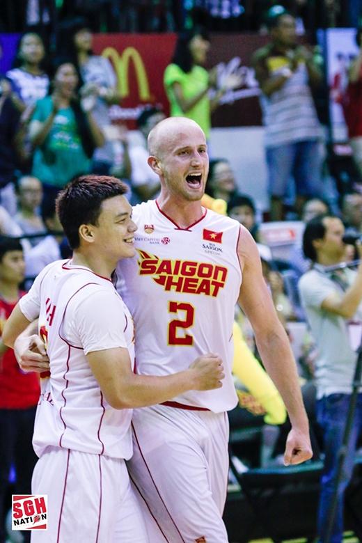 Triệu Hán Minh (trái) và William Creekmore đều đã có những màn trình diễn ấn tượng tại mùa giảiABL 2015 - 2016.