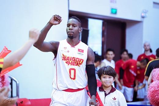 Lenny Daniel (số 0) đang giữ kỉlục ghi điểm của Saigon Heat mùa này với 33 điểm.