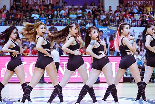 Nhóm nhảy cổ động – một yếu tố không thể thiếu trong các trận đấu thể thao giải trí đỉnh cao.