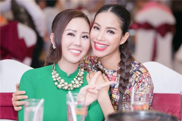 Hoa hậu Thu Hoài là một trong những người chị thân thiết luôn hết mình giúp đỡ Phạm Hương. - Tin sao Viet - Tin tuc sao Viet - Scandal sao Viet - Tin tuc cua Sao - Tin cua Sao