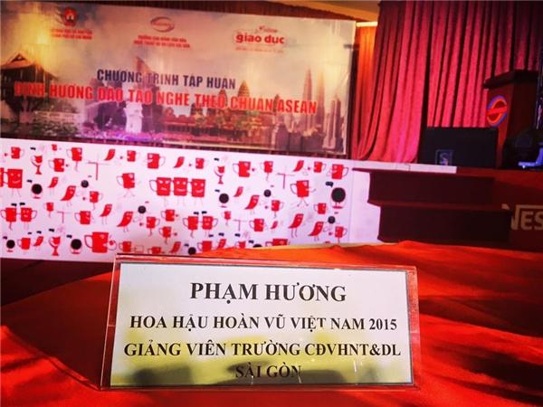 Giảng viên Phạm Hương tham gia chương trình Định hướng đào tạo nghề theo chuẩn ASEAN tại ngôi trường mà mình đang công tác. - Tin sao Viet - Tin tuc sao Viet - Scandal sao Viet - Tin tuc cua Sao - Tin cua Sao