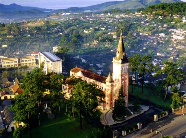 Việt Nam có rất nhiều phong cảnh đẹp, bạn có thể lựa chọn cho mình một nơi muốn đến nhất. (Ảnh: Internet)