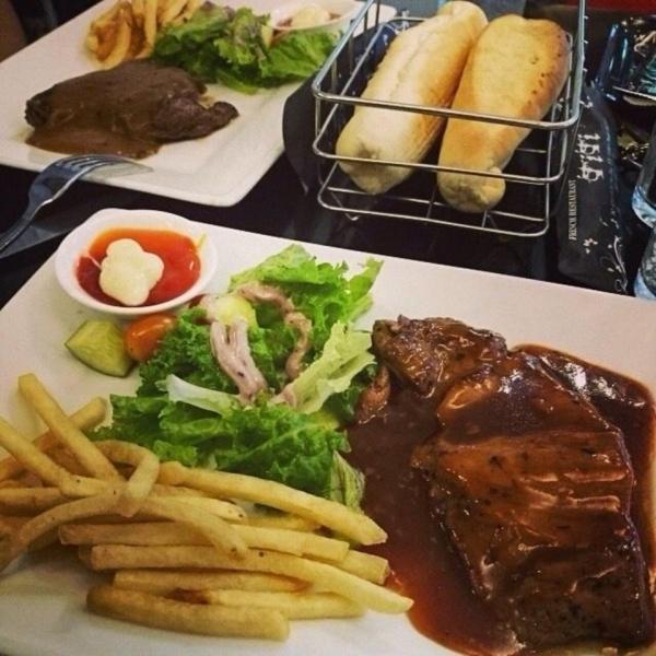 "Nhữngmón ăntại ""Beefsteak Titi"". (Ảnh: Internet)"
