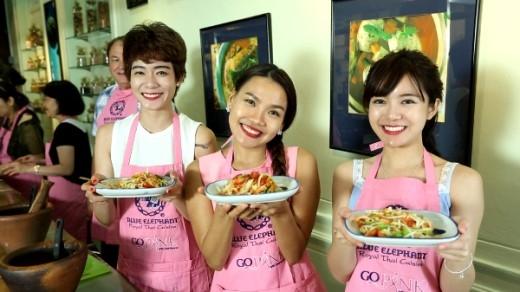 Hot girl Tú Linh bị Lạc hành lí tại sân bay Thái Lan