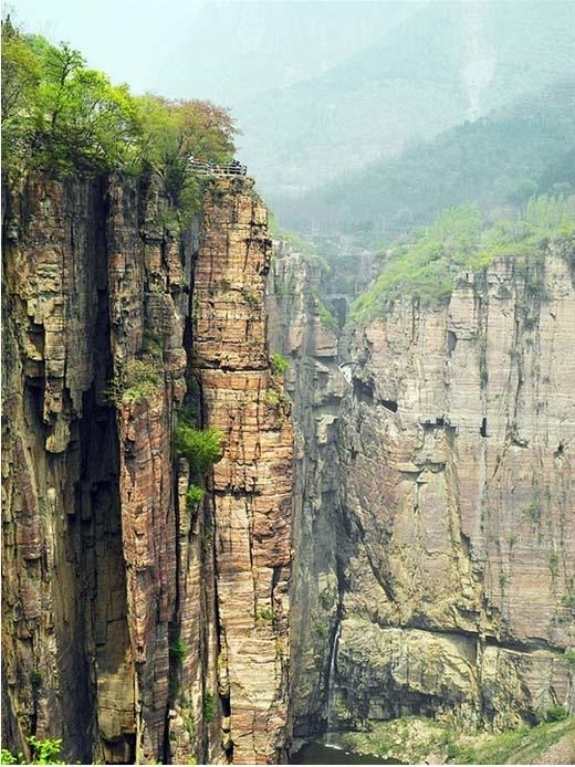 Chiều cao 1700 mét so với mực nước biển khiến nhiều ngườichóng mặt mỗi khi nhìn xuống.(Ảnh: Internet)