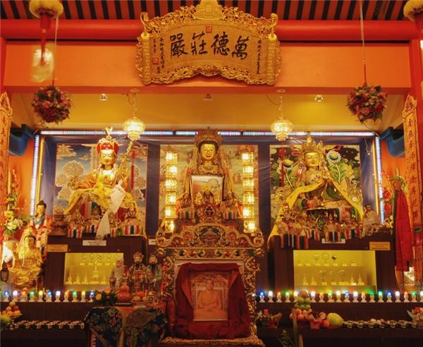 Chùa Pháp Đại Thừa (Thekchen Choling) tổ chức giảng kinh đều đặn hàng tuần bằng tiếng Anh và tiếng Phổ thông.(Ảnh: Internet)