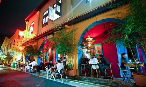 Haji Lane đầy sắc màu mặc cho đêm về.(Ảnh: Internet)