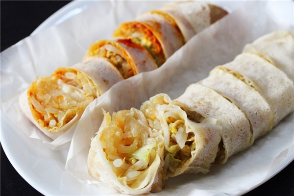 """Bạn có thấy phát âm của món này giống món ăn """"gây thương nhớ"""" nào của Việt Nam không? Chính là bò bía đấy.(Ảnh: Internet)"""