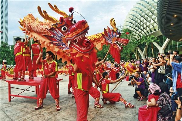 Múa lân trong lễ hội Huayi.(Ảnh: Internet)