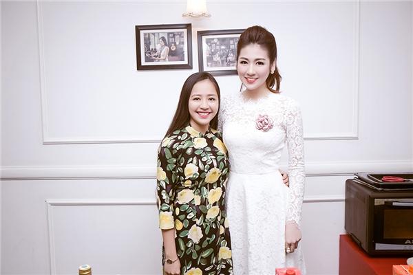 Đến với buổi hướng dẫn làm bánh của chuyên gia ẩm thực Phan Anh, Tú Anh diện bộ váy trắng đơn giản được thực hiện trên nền chất liệu ren mỏng tang. Tú Anh trang điểm nhẹ nhàng, thanh thoát. - Tin sao Viet - Tin tuc sao Viet - Scandal sao Viet - Tin tuc cua Sao - Tin cua Sao