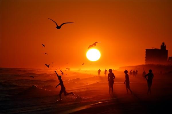 Hoàng hôn ở Florida. Nhiếp ảnh gia Anthony DellaCroce đã ghi lại hoàng hôn trên bãi biển Pensacola, Florida.(Ảnh: Internet)