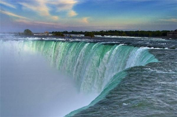 Hình ảnh ta thường thấy về thác nước này. (Ảnh: Imgur)