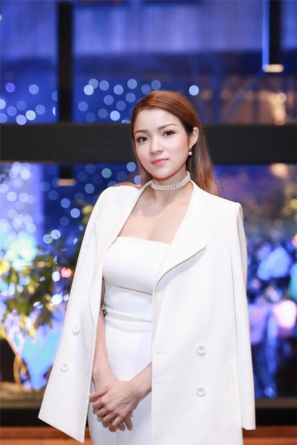 Cùng với Elly Trần, Thủy Top cũng sở hữu vòng 1 đình đám trong showbiz Việt - Tin sao Viet - Tin tuc sao Viet - Scandal sao Viet - Tin tuc cua Sao - Tin cua Sao