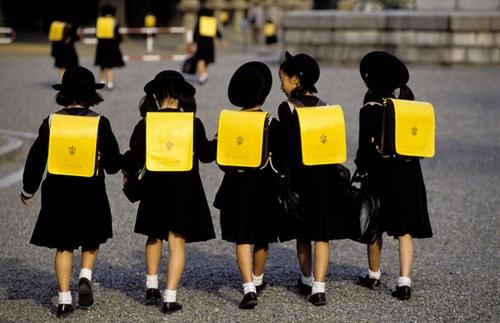 """Ngay cả lí do trễ học của các học sinh Nhật Bản cũng rất """"bá đạo"""" nữa đấy!"""