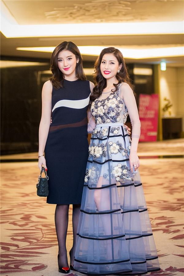 Hoa hậu Lam Cúc - chủ nhân của buổi tiệc diện bộ váy xuyên thấu điệu đà kết hợp chi tiết đính kết kì công. - Tin sao Viet - Tin tuc sao Viet - Scandal sao Viet - Tin tuc cua Sao - Tin cua Sao