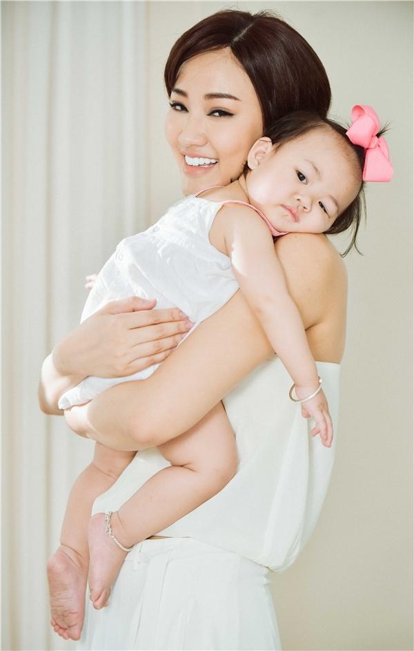 Những hình ảnh đẹp long lanh của hai mẹ con Maya trong MV mới. - Tin sao Viet - Tin tuc sao Viet - Scandal sao Viet - Tin tuc cua Sao - Tin cua Sao