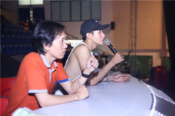 Biên đạo Quang Đăng (áo trắng) - Tin sao Viet - Tin tuc sao Viet - Scandal sao Viet - Tin tuc cua Sao - Tin cua Sao