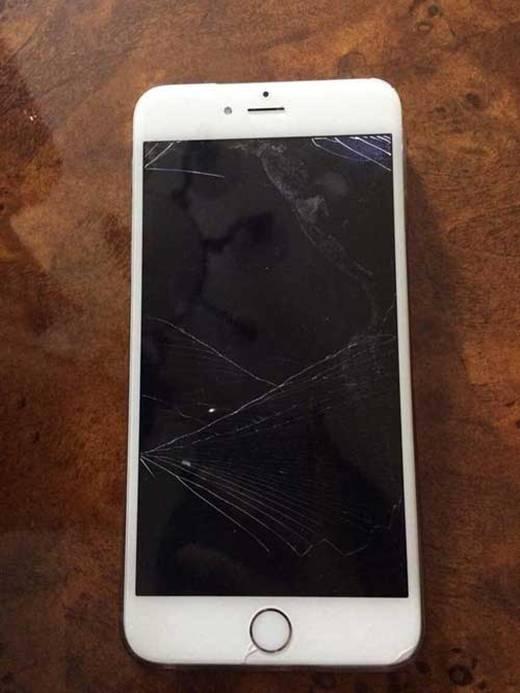 Hình ảnh chiếc điện thoại vỡ tung rất chi bình thường. (Ảnh: Internet)