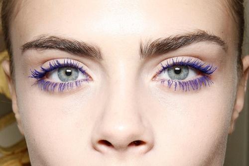"""4 bí quyết để không """"kinh dị"""" khi sử dụng mascara màu"""