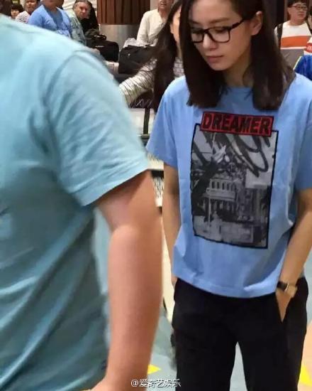 Lưu Thi Thi tại sân bay
