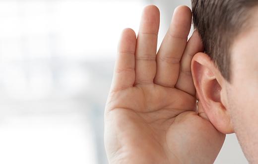 Hãy chú ý nghe bằng tai phải nhiều hơn.(Ảnh: Internet)
