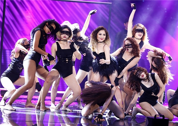 Nữ ca sĩ trẻ nhận được cơn mưa lời khen từ phía ban giám khảo. - Tin sao Viet - Tin tuc sao Viet - Scandal sao Viet - Tin tuc cua Sao - Tin cua Sao