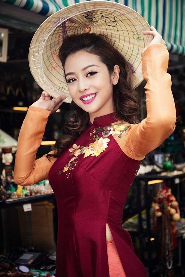 Tuy nhiên, trước khi đêm thi mở màn diễn ra, Hoa hậu châu Á tại Mỹ 2006 đã không may gặp phải chấn thương ở lưng. Theo lời khuyên của các bác sĩ thì cô phải nghỉ ngơi một thời gian để dưỡng lành vết thương. - Tin sao Viet - Tin tuc sao Viet - Scandal sao Viet - Tin tuc cua Sao - Tin cua Sao