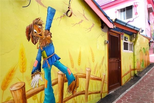 Anh bạn Scarecrow khi nào cũng vui nhộn...(Ảnh: Trip Zilla)