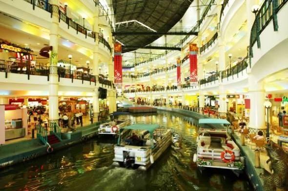 Đi thuyền giữa trung tâm mua sắm không còn là chuyện chỉ có ở Macau.(Ảnh: Internet)