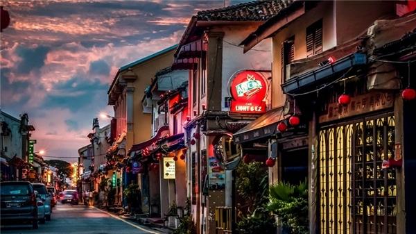 Jonker street - trục đường chính đẹp mê li ở Malacca.(Ảnh: Internet)