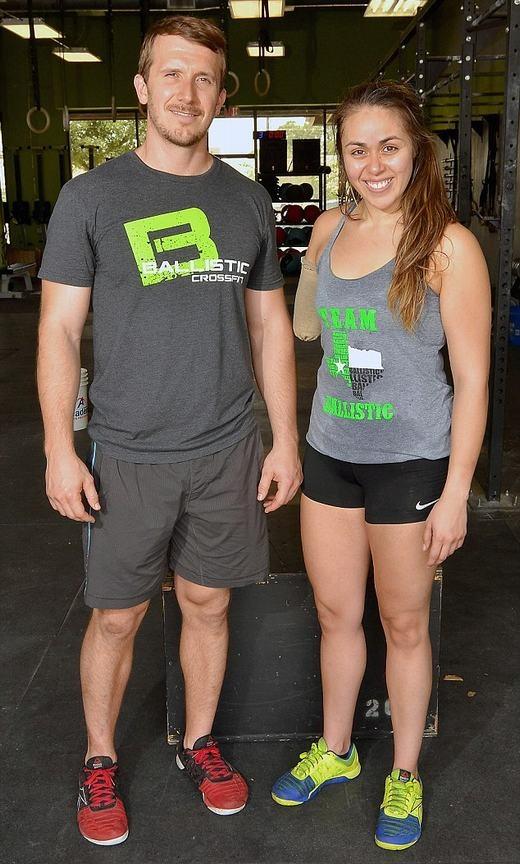 Cô và huấn luyện viên của mình. (Ảnh: Bacrosft USA)