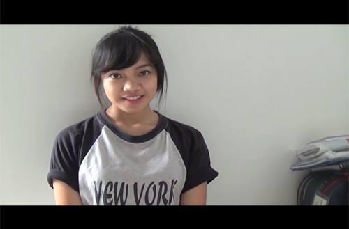 Cư dân mạng thích thú với cô gái nói tiếng Anh bằng 21 giọng