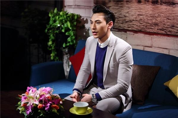 Isaac xuất hiện trong talkshow Lần đầu tôi kể với hình ảnh lịch lãm. - Tin sao Viet - Tin tuc sao Viet - Scandal sao Viet - Tin tuc cua Sao - Tin cua Sao