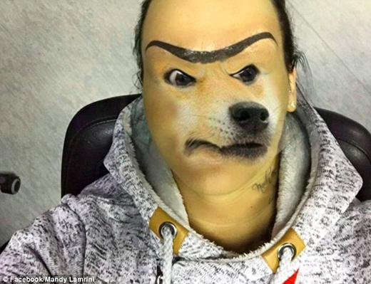 Có người còn ghép mặt của một chú chó vào mặt cô và ví cô giống Theo Waigel, một chính khách Đức nổi tiếng với đôi lông mày sâu róm. (Ảnh: Internet)