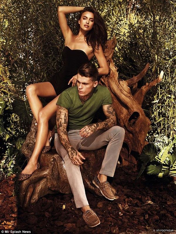 Irina Shayk tình tứ chụp ảnh cùng người bạn diễn, siêu mẫu Stephan James.