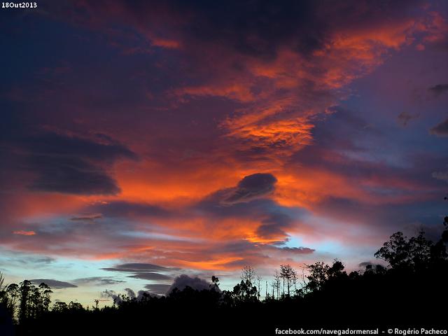 Kì lạ đám mây hình bàn tay khổng lồ khiến nhiều người hoang mang