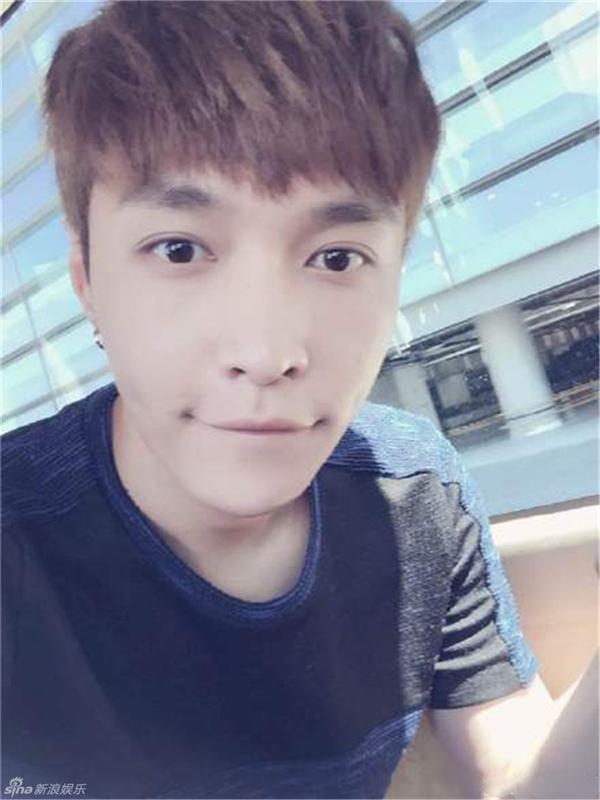 Lay (EXO) bị tai nạn nghiêm trọng phải nhập viện