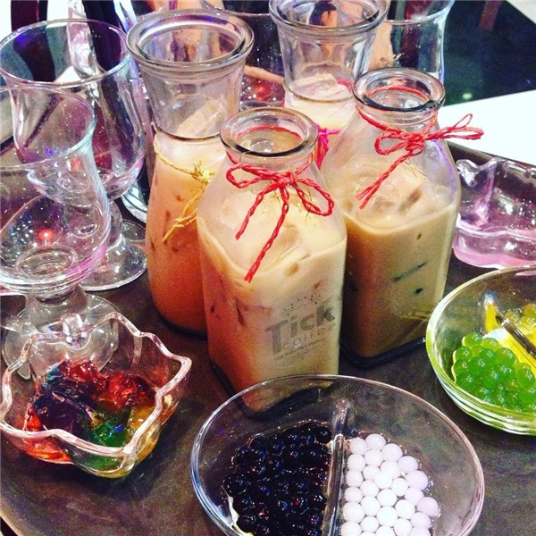 """Lẩu trà sữa """"hoa mắt"""" với đủ mùi vị,một set cho 2 người có giá 70.000 đồng và 4 người là 120.000 đồng. (Ảnh: Internet)"""