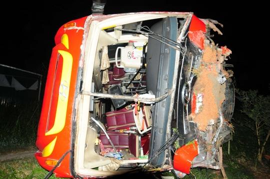 Chiếc xe khách gặp nạn. Ảnh: Internet