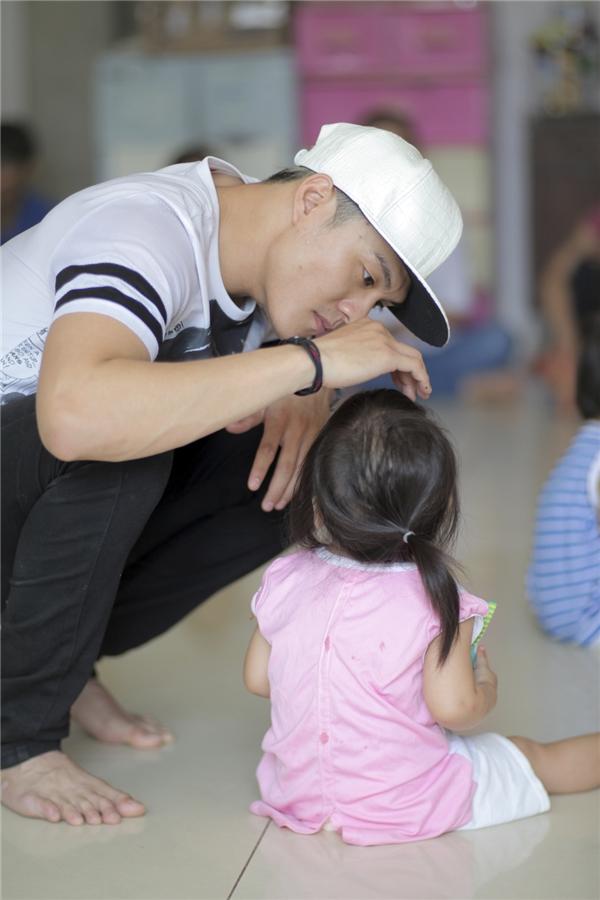 Là một người cha, anh đồng cảm và thấu hiểuđâu mớilà hạnh phúc nhất cho những đứa con của mình. - Tin sao Viet - Tin tuc sao Viet - Scandal sao Viet - Tin tuc cua Sao - Tin cua Sao